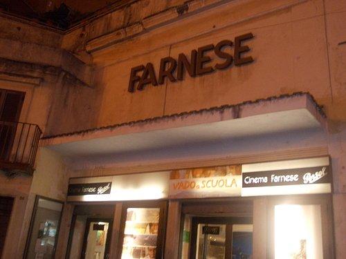 cinema farnese - esterno - notte
