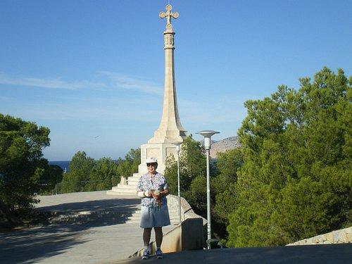 María (Pilar) al pié de la Cruz