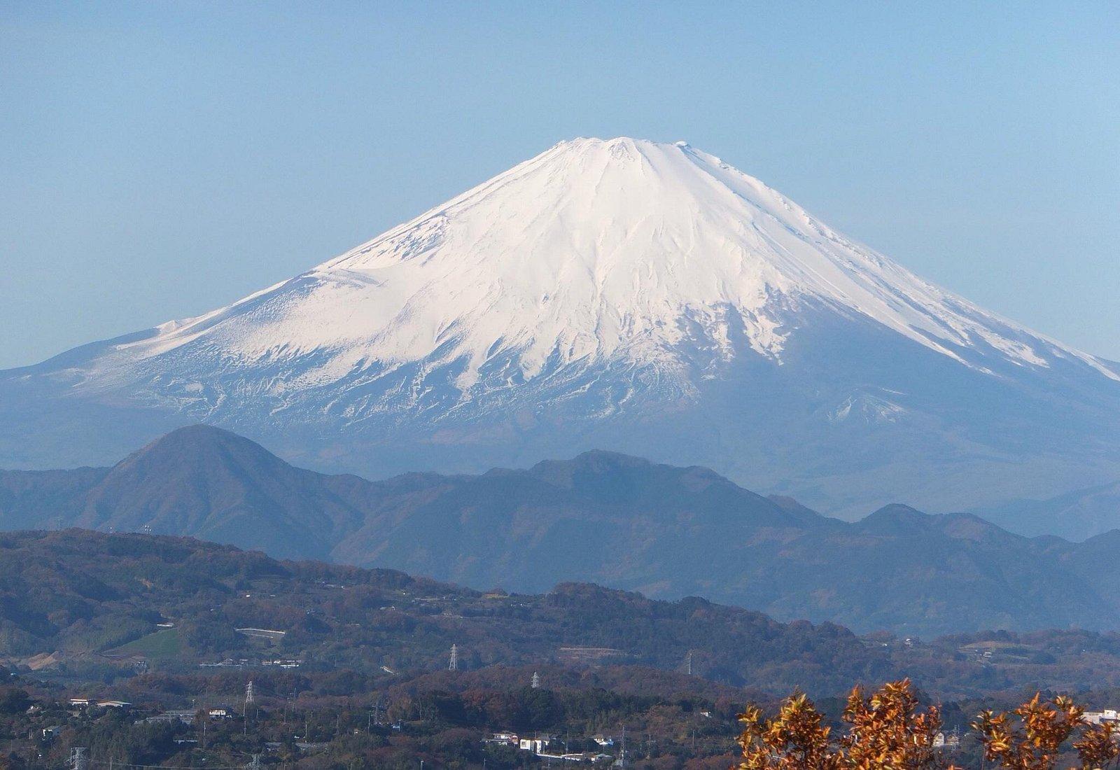テレビ塔ではなく展望台からは手を伸ばせば届きそうな富士山が見えます。