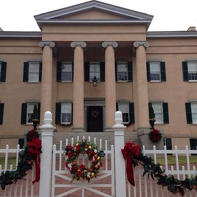 Front of the Old Mansion, ready for Christmas!