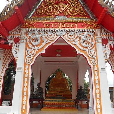 Bouddha en haut de l'escalier