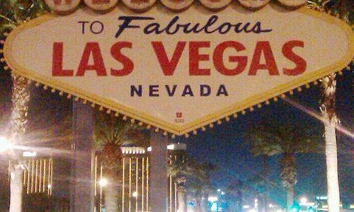 11/26 Welcome to Las Vegas Sign not working. Lights are out, complete darkness. It looks like so