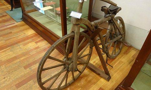 Древний велосипед