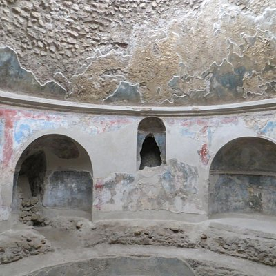 The men's bath.  Colors on the wall over 2000 years old.