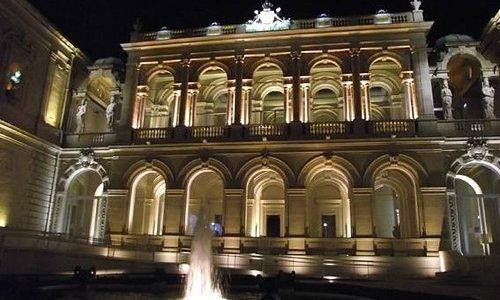 Hôtel des Arts de Toulon (La nuit)