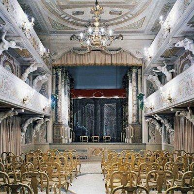 interno del Teatro 1763 Villa Aldrovandi Mazzacorati