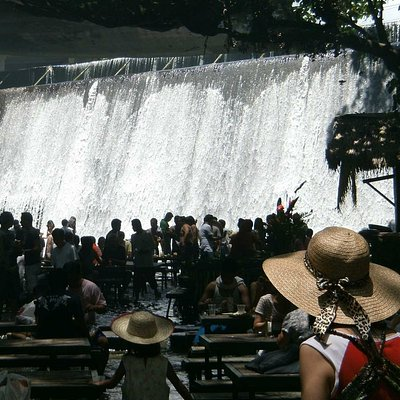 Villa Escudero day tour
