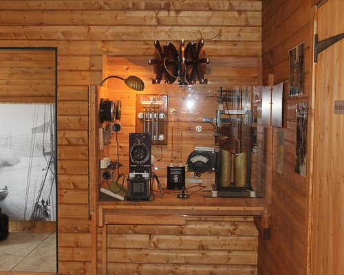 Exactly like the radio that was used on the 1911-14 expedition