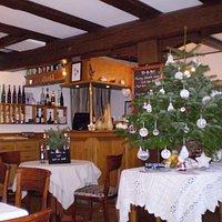 Vue de la salle décorée pour Noël