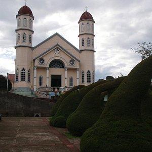 Beautiful arches against la Iglesia de San Rafael.