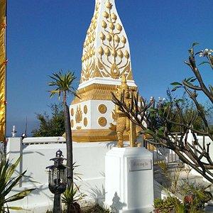 Monument mit Lotusblüte