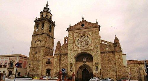 Fachada principal de la Colegial de Santa María la Mayor