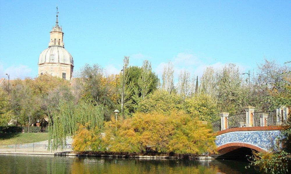 Vista de la Basílica del Prado desde el lago de la Alameda