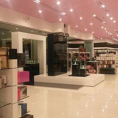 Ideal perfume shop
