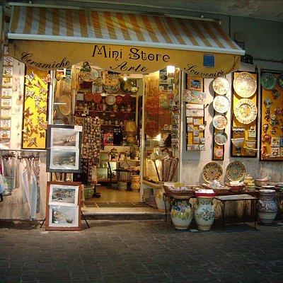ceramiche artistiche e artigianato locale