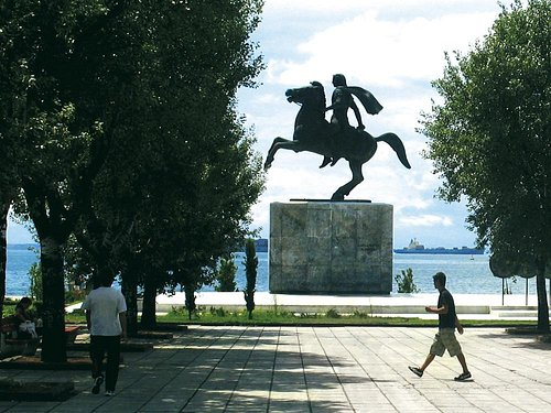 The monument against the sea front.