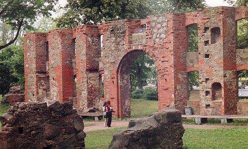 Вид на вход в замок изнутри, с площадки внутри замка. 2005 г.