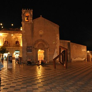 the amazing and classy square by night