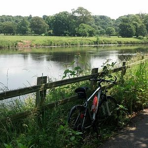 Heading west towards A6 by the River Ribble. Nice day!