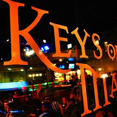 Keys on Main is a perfect place to see a live music show near the space needle