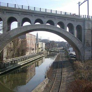 Schuylkill River rail through Manayunk