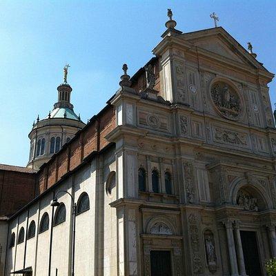 Basilica dI San Martino a Magenta, facciata