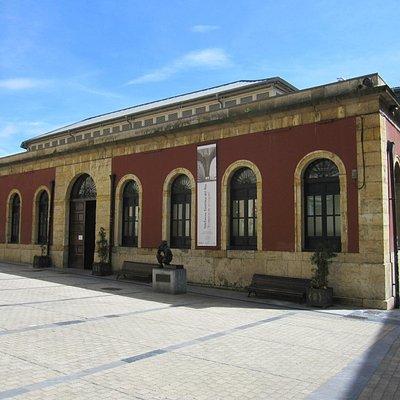 Sala Trascorrales, en la plaza.