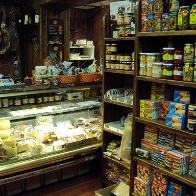 Zona de conservas y quesos