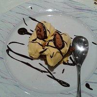 Dessert: baci di dama (speciale crema pasticcera dello chef con amaretti)