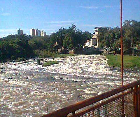 Ponte: atravessa dos dois lados do Rio
