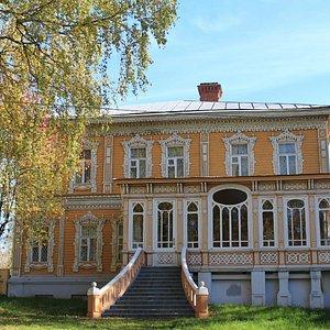 Фасад Картинной галереи им. Трубникова (вид с Летнего сада)