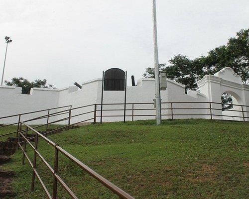 benteng di atas bukit