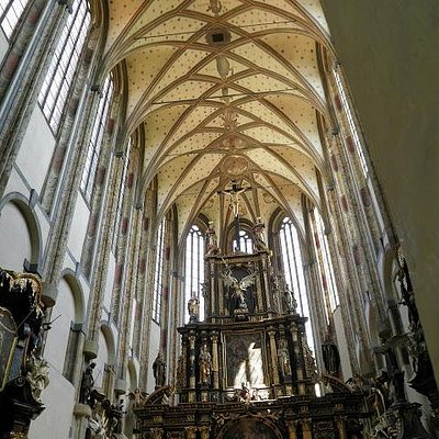The breathtaking nave, 35m high!