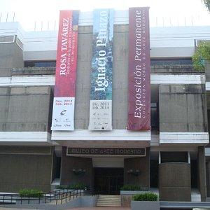 Fachada do Museu de Arte Moderno, na P. da Cultura