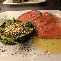 Roast-beef con intingolo di scalogno e Sangiovese con tortino di verdure di stagione.
