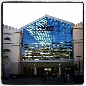 Uno degli Ingressi al centro commerciale