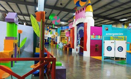 Una pequeña parte de la sala de exhibiciones de Tin Marín