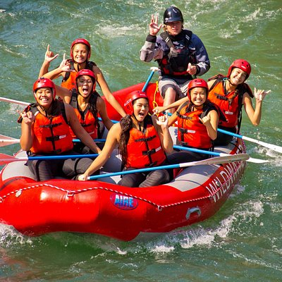Happy rafters on the White Salmon River in August