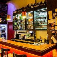 Bancada, adega e bar