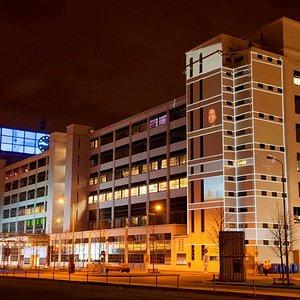 Klokgebouw by night (Foto: Boudewijn Bollmann)