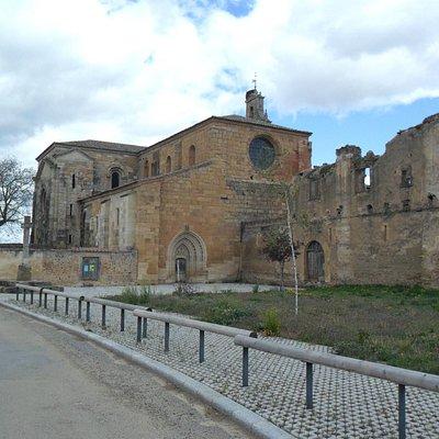 Zona de acceso al monasterio.