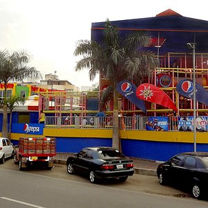 Vista desde la Avenida Libertadores con el playground