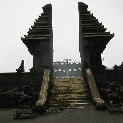 Lonely gate, Luhur Poten Temple