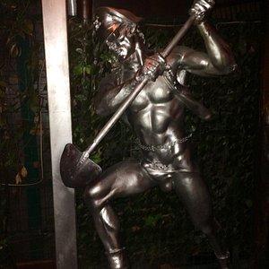 Radio Londra - statua