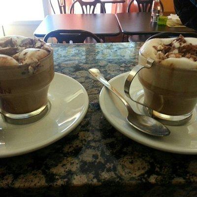 Specialità del momo cafe con nutella e riso soffiato..