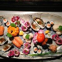 Plateau de sushis varié, réalisé avec tous les produits du jours...!