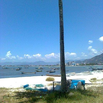Barcos de pesca na praia dos Camaroeiros