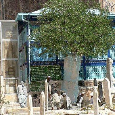 Pilgrims in front of Ansari's tomb, Gazargah