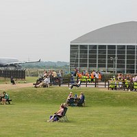 Large open spaces to have lunch and watch the planes