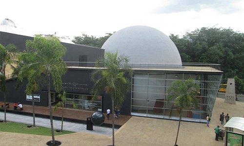 Vista lateral del Planetario